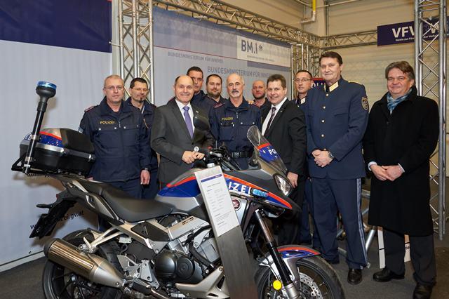 v. l. n. r. BM Wolfgang Sobotka, MR Michael Takacs, Brigadier Karl Wammerl und das Team des VFV Wien